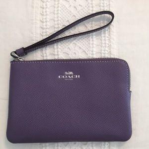 🆕 Coach Purple wristlet hand bag